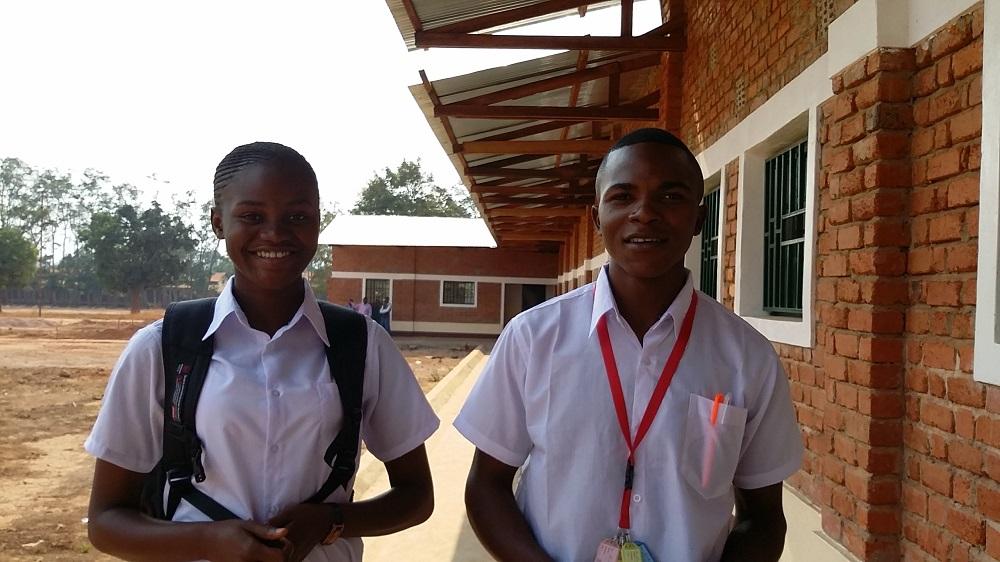 Alumnas de Kanzenze en su vuelta al cole. Foto Victoria Braquehais para Manos Unidas