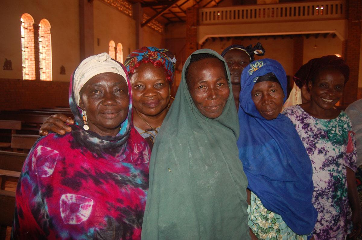 Una reunión de mujeres de diferentes confesiones religiosas. Foto  Misión de Bangassou/Fundación Bangassou
