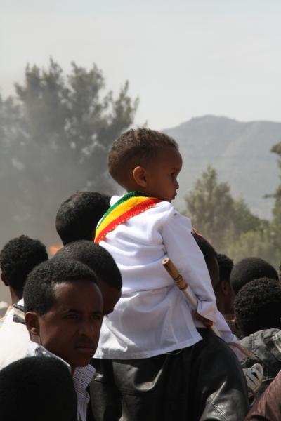 Un niño en la Fiesta de Meskel en Adigrat. Foto: Marta Carreño/Manos Unidas en Etiopía