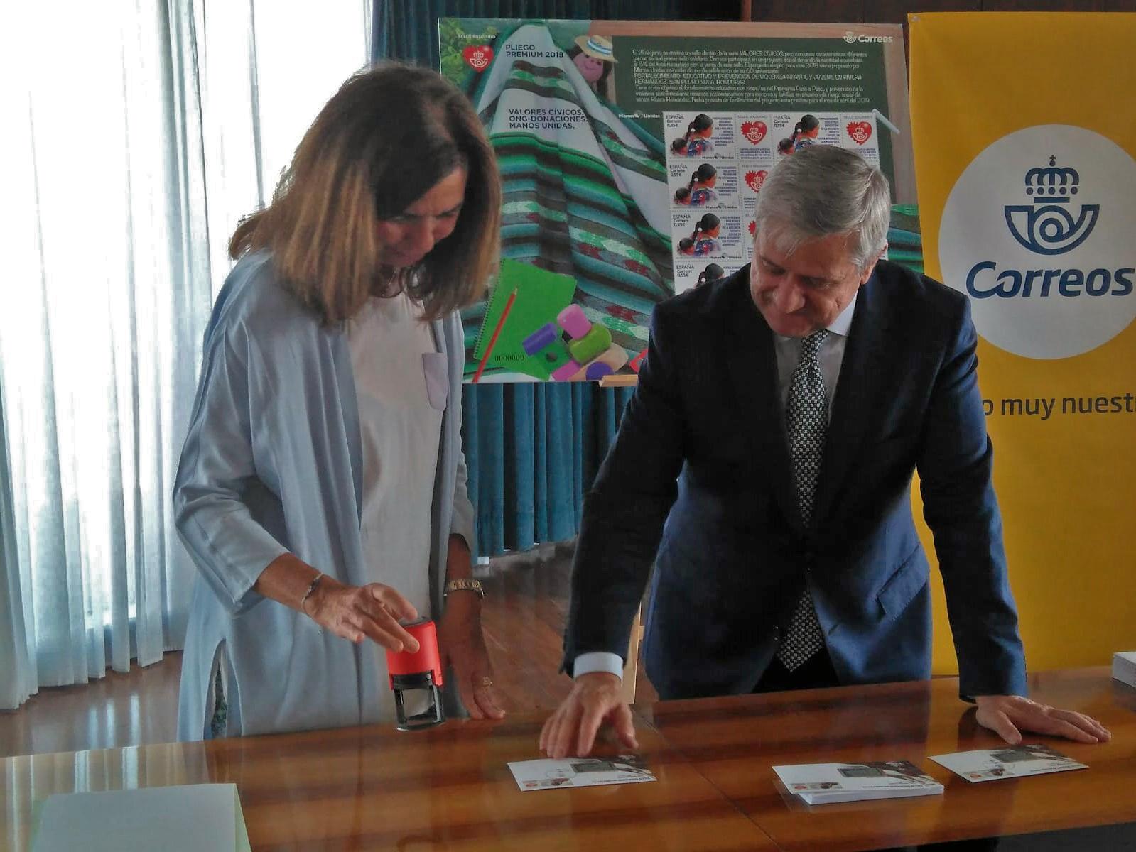 Correos y Manos Unidas presentan el primer sello solidario   Manos ...