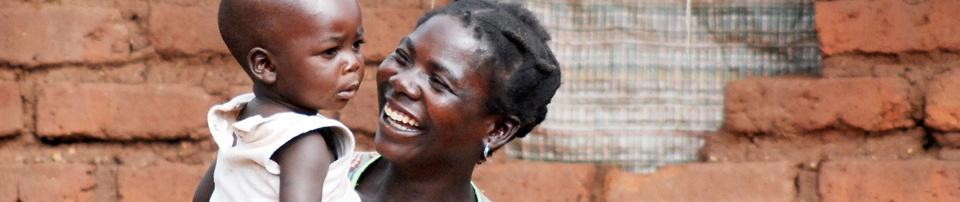 Madre con su hijo en Malawi. Foto:Mª Eugenia Díaz