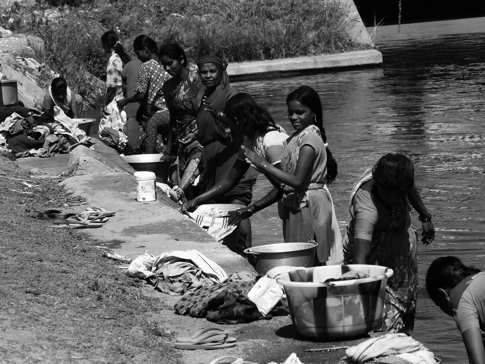 Mujeres en el río en India