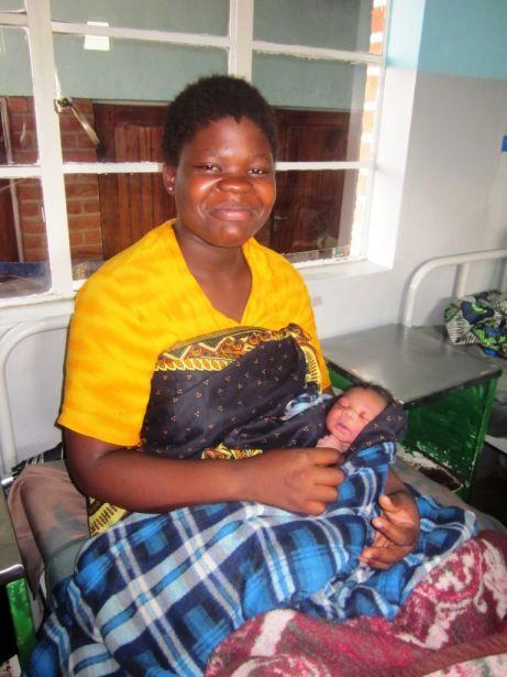 Miradas a la igualdad. Brenda Eleneo y su hijo en Malawi