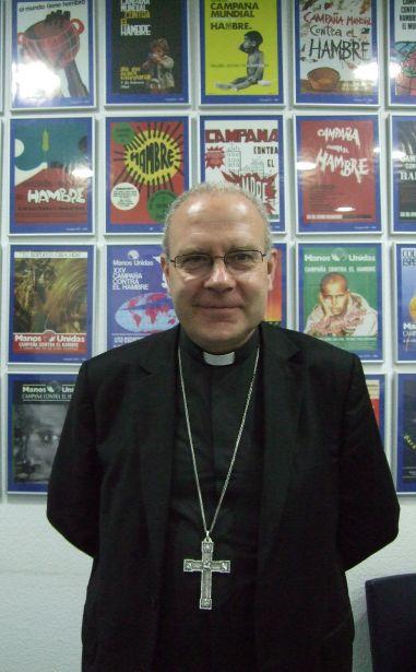 Monseñor Ortega en los Servicios Centrales de Manos Unidas.