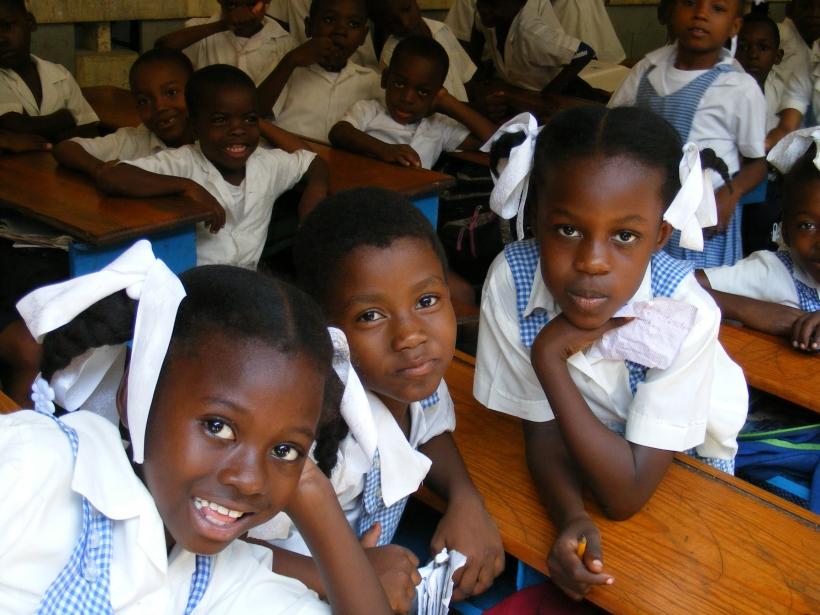 HAI 72736. Mejora condiciones educativas en Les Cayes (Haití) tras el paso del huracán Mathew. Foto: Manos Unidas