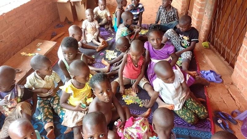 Huérfanos acogidos en la parroquia de Bangassou. Foto: Fund. Bangassou