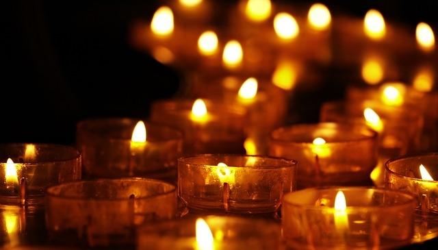 Eucaristía y encendido de velas