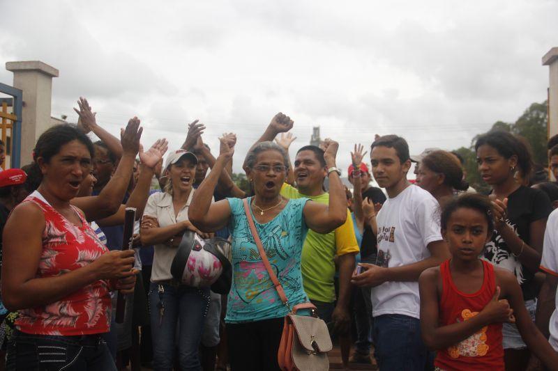Algunas de las familias afectadas por la minería de la zona. Foto Marcelo Cruz
