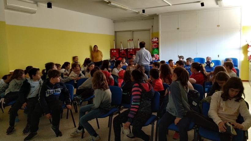 Escuela Mare de Déu de Montserrat, en Castellbisbal, durante la visita del misionero en febrero de 2020