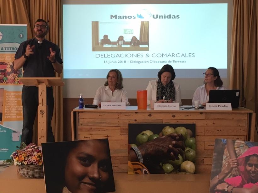 El consiliario Mario Jurado junto a Carmen Sebastián, Elisenda García y Rosa Pradas