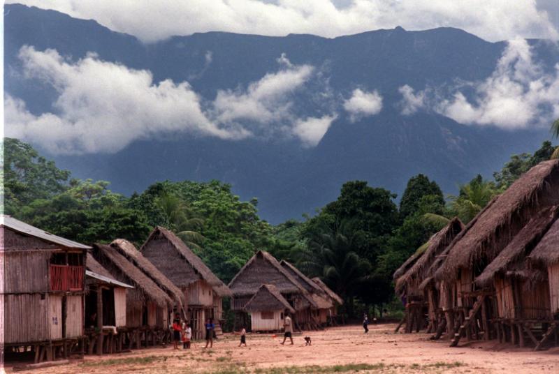 Comunidad kakataibo. Amazonía peruana. Foto: Manos Unidas