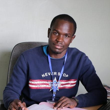 Matthew Ochieng - Antiguo alumno y actual trabajador del Centro de Promoción de Mukuru (Kenia)