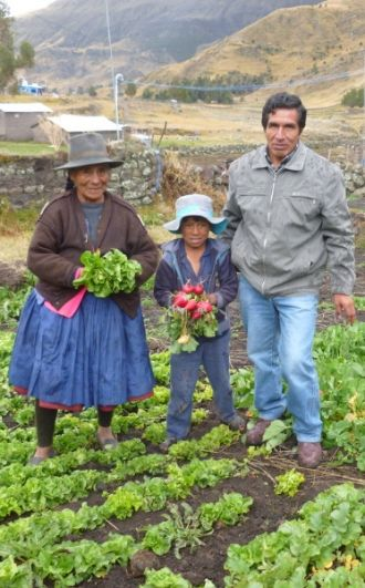 Familia agricultora del Perú