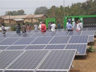Paneles solares para acceso energía eléctrica