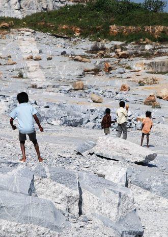 Niños en las canteras de Bangalore