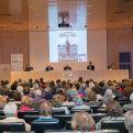 El Salón Aragón se llenó de público que quiso arropara la presentación de Campaña