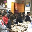 Jóvenes asistentes a la Cena del Hambre de Manos Unidas Pego.