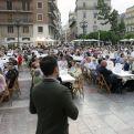 Casi 600 personas llenaron este comedor improvisado durante la Cena de Hambre