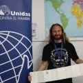 Rubén en la delegación de Cádiz de Manos Unidas.