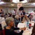 Asistentes a la comida solidaria en beneficio de Manos Unidas y Cáritas