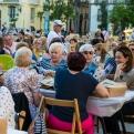 Cena del Hambre de 2019 en la Plaza de la Virgen. Manos Unidas Valencia.