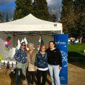 Elisenda Garcia y Cristina Real junto a voluntarias de Cerdañola