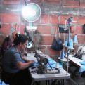 """Trinidad Correa en el taller de la fundación """"Vida y Esperanza""""."""