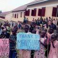 Algunos de estos niños tenían que caminar hasta 10 kilómetros para ir a clase.