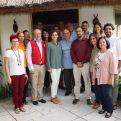 La reina Letizia, en el centro, junto a cooperantes españoles, entre ellos nuestra compañera Adela González, la primera por la derecha