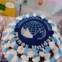 Tarta con el logo de Manos Unidas que se rifó en la Cena del Hambre.