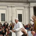 Paseo del Papa Francisco entre los fieles asistentes a la Audiencia General