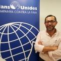 Sergio Godoy posa junto al cartel de Mans Unides