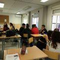 Alumnos trabajando sobre los proyectos de Manos Unidas