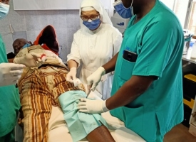 Foto de actividades educativas y sanitarias en Batsengla (Camerún)