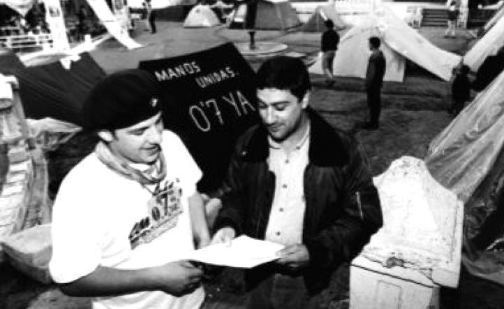 1985: Campaña a favor de la cesión del 0,7% para Ayuda Oficial al Desarrollo, con gran repercusión social