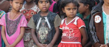 Niños tribales de Tilabad