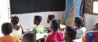 Alumnos de una escuela de Soavimbazaha, Madagascar