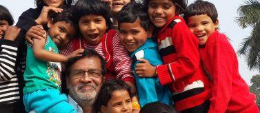 Rescate y rehabilitación de niños trabajadores de estación de tren de Varanasi