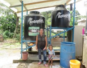 Cosechando agua de lluvia en la Amazonía ecuiatoriana_ Foto Manos Unidas