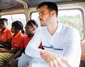 Saúl Craviotto en Amatongas/Mozambique. Foto Lombo Agency para Manos Unidas