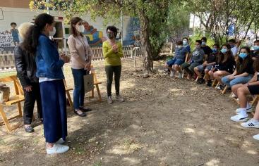 Entrega diploma y libros de cuentos a l'Escola Àngel Guimerà del Vendrell