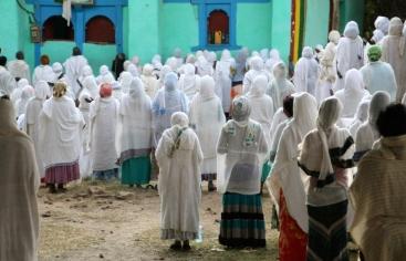 Etiopía. Mujeres rezando en una iglesia de Adigrat. Foto: Marta Carreño/ Manos Unidas en Etiopía