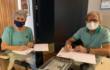 COAATIEMU y Manos Unidas firman un convenio de colaboración
