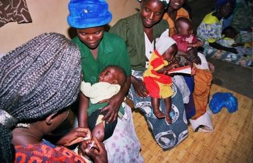 Vacunación en Africa. Foto: Manos Unidas/Javier Mármol en Malaui