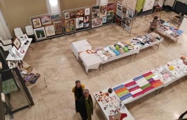 Exposición de pinturas y mercadillo de labores a beneficio de Manos Unidas