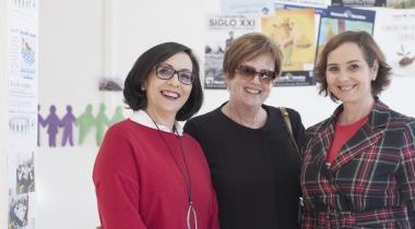 La alcaldesa de Pina de Ebro Marisa Fanlo junto a M. Teresa Lahuerta y Mayte Salvador