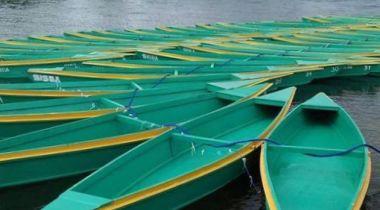Imagen de las 50 barcas que se entregaron a la comunidad