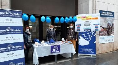 Mesa informativa en la jornada del Ayuno Voluntario en Huesca.