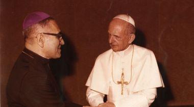 Monseñor Romero junto al Papa Pablo VI en  junio de 1978. Crédito:  Creative Commons