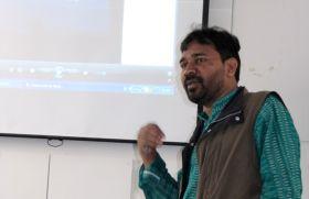 Charla de F. Kumar en Manos Unidas.